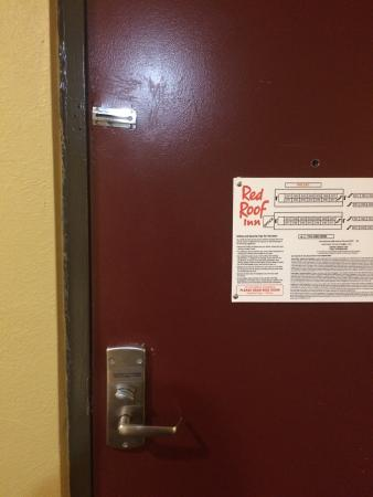 Red Roof Inn Baltimore Northwest: The door. No security chain or latch. Only deadbolt.
