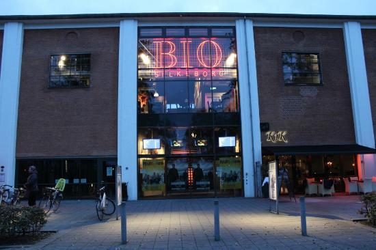 Radisson Blu Papirfabrikken Hotel, Silkeborg : Bioskop sebelah Radisson Blu Silkeborg