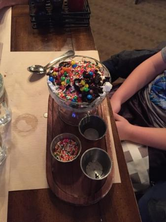 Daly's Pub & Rec: Make your own sundae