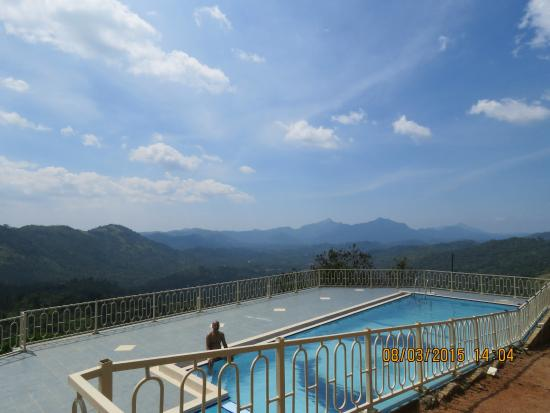 Elkaduwa, Srí Lanka: View over the swimming pool