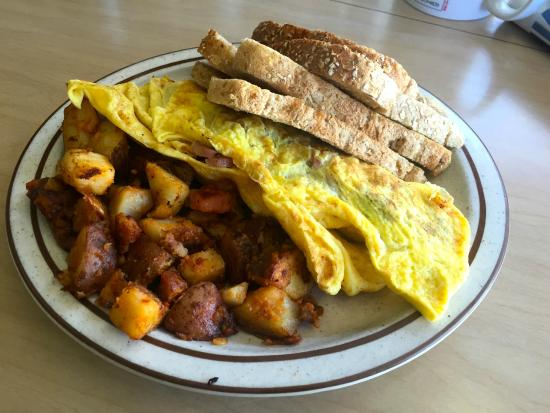 Union Street Grill: Scorched Omelet, with soggy toast, and very tired and over spiced spuds
