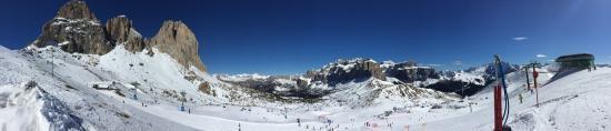 Dolomiti Ski Tour : 很赞,就是超累,一圈40公里出头不愧是滑雪马拉松。其中一半是缆车一半是雪道。唯一的问题是,欧洲的雪场基本都是为Ski设计的,有很多灭绝人性的平坡,Snowboard根本就是无法通过 ... 尤