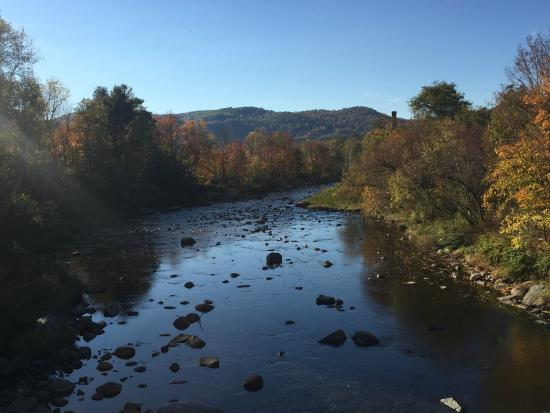 Thayers Inn: babbling brook behind the hotel