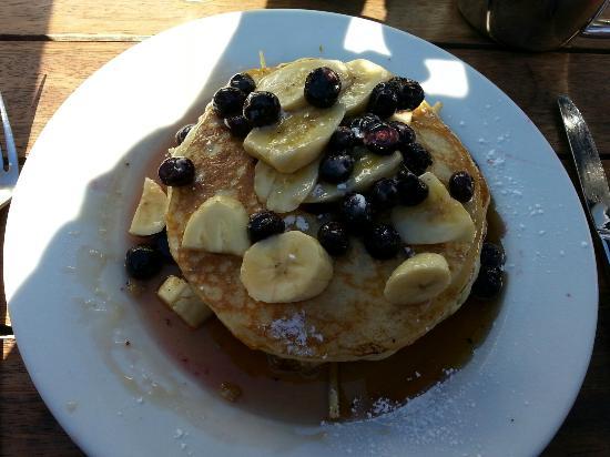 Boatshed Cafe: Blueberry and banana pancakes