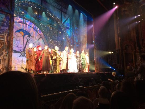Bristol Hippodrome: The cast at the end