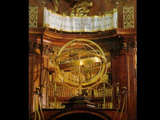 Casanatense Library : Armilla, strumento astronomico conservato nel salone monumentale