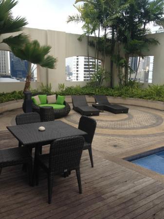 Grand Mercure Bangkok Asoke Residence: Swimming pool area