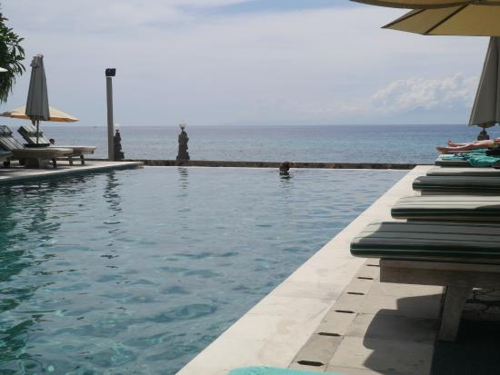 Puri Mas Boutique Resort & Spa: The eternity pool
