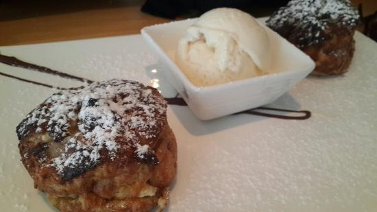 Quo Restaurant: Bread and butter pudding..yummy!