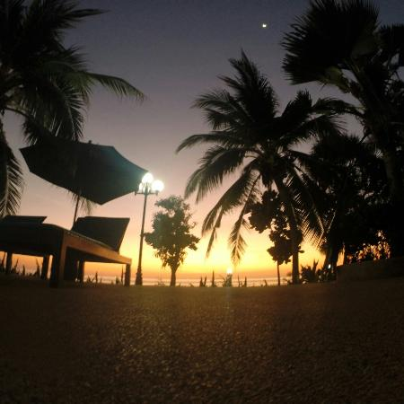 Dream Team Beach Resort : View from the pool at sunset