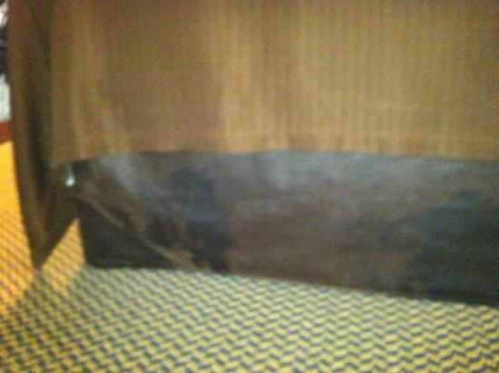 Sleep Inn & Suites Port Charlotte: another bedskirt