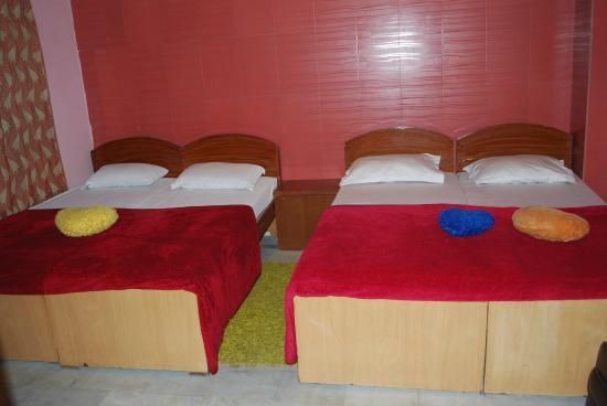 Hotel Rashmi: Triple Bed room