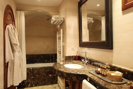 Salle de bains picture of la maison arabe marrakech - A la maison en arabe ...