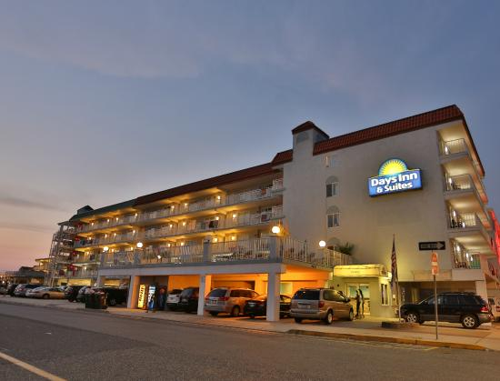 Days Inn - Wildwood: View of Days Inn & Suites from Ocean ave