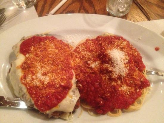 Muriale's Italian Restaurant: Chicken Parmigiana