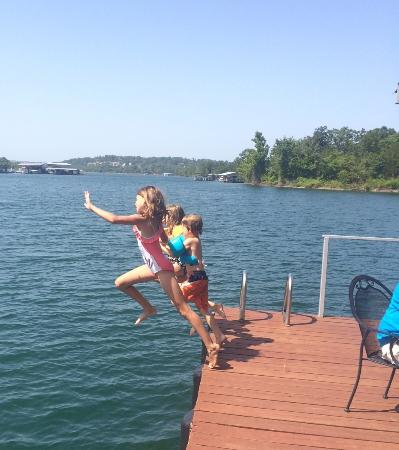 Cedar Wood Resort: fun at the dock!