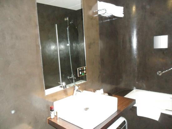 Hotel Rio Bidasoa: baño con todo lo necesario