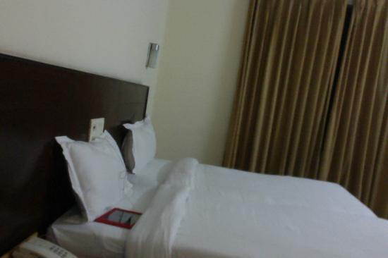 GenX Uday Hotel Rudrapur: Comfortable, basic bed