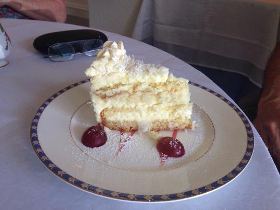 Maria D'anna Cafe: Coconut Cake