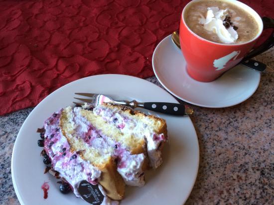 Strandvilla am Hafen: Blaubeer-Stracciatelle-Torte