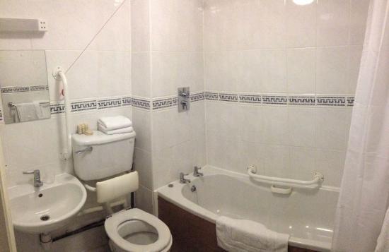 General En Cama Precauciones:Parkside International Hotel: El baño en ...
