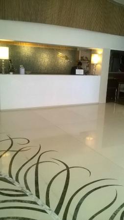 Barsana Hotel & Resort: Front Desk