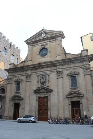 Basilica di Santa Trinita: Fachada