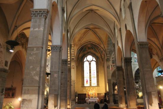 Basilica di Santa Trinita: Nave Central