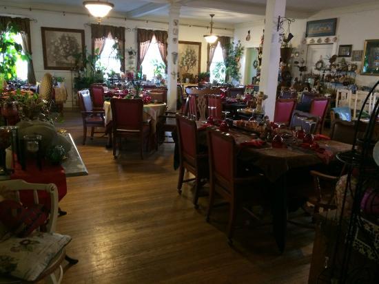 Marilyn's Melrose Inn : dining area