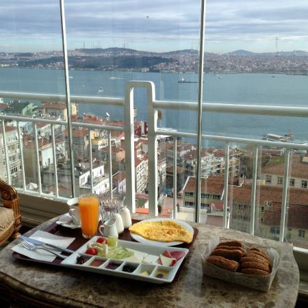 Maroonist: Breakfast in the balcony