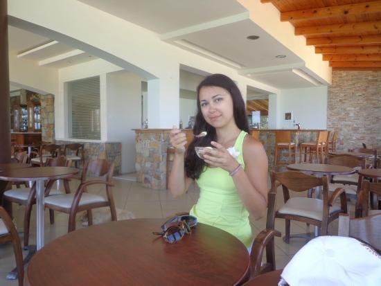 Hotel Almiros Beach: после ужина - мороженное (зона посиделок)