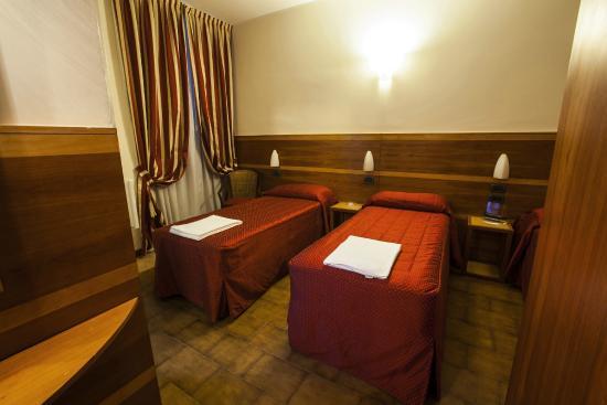 Hotel Fiorella: camera 107