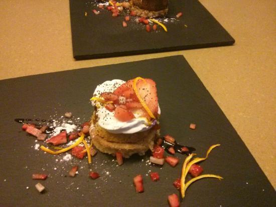 La Posada de Ariant Restaurant: gato de almendra con crema de amareto