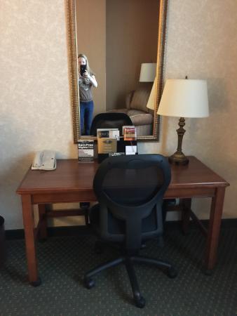 Drury Inn & Suites Meridian: Desk