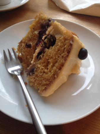 Lovegrows: Blueberry and Pear cake. So tasty!