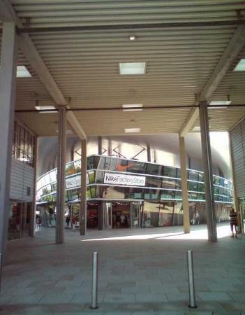 designer outlets Wolfsburg: innen.