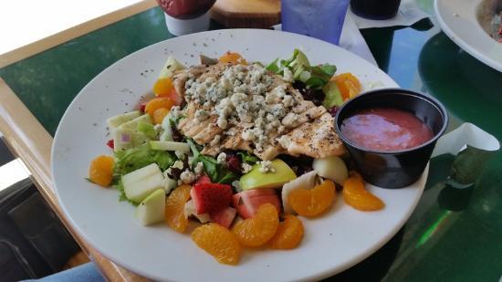 Gator's Dockside: Summer Salad - Very, very good