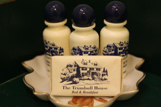 Trumbull House Bed and Breakfast: Soap, Shampoo, Lotion, Conditioner