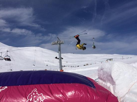 Neilson Chalet Le Lac Blanc 1 : Matty giving the airbag a run for its money