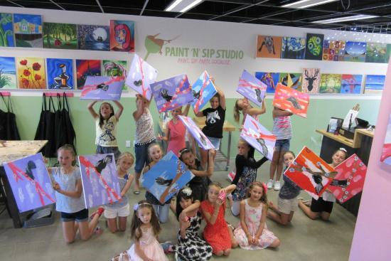 Paint 'n' Sip Studio