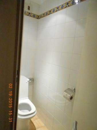 Excelsuites Hotel - Residence: Otro sector del baño