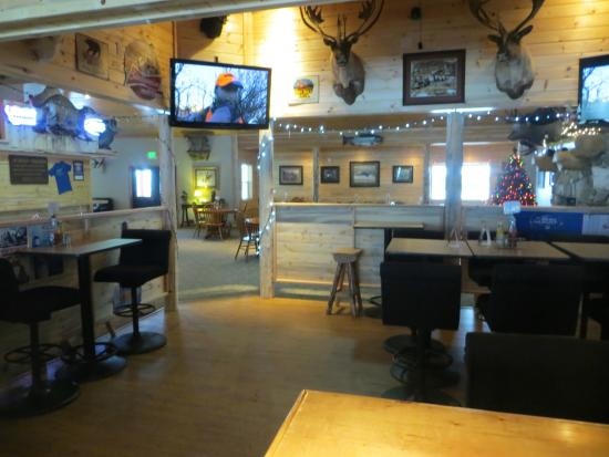 Trout Creek, MT: Lakeside Motel and Resort has areas were you can visit with your friends or meet new friends!