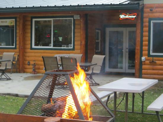 Trout Creek, Монтана: Lakeside Motel and Resort has 4 fire pits and one is right behind the Rumors lounge!