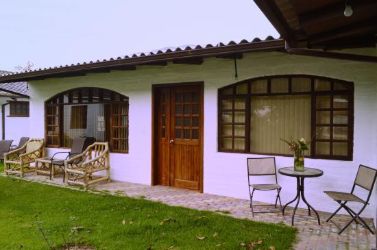 Quito Hotel Bonanza: Approach to rooms