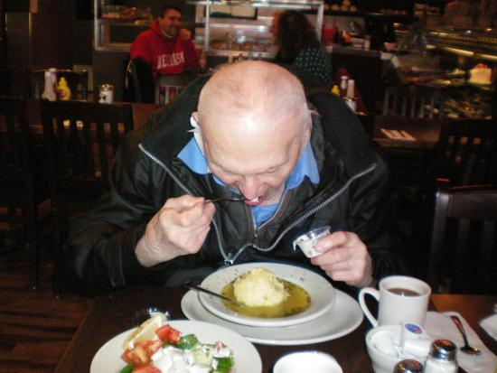 Dunn's Famous Deli : 99 year old Artie says its the best matzo ball soup since Brooklyn