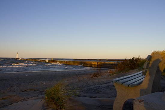 Sodus Point Beach Park: The beach and pier