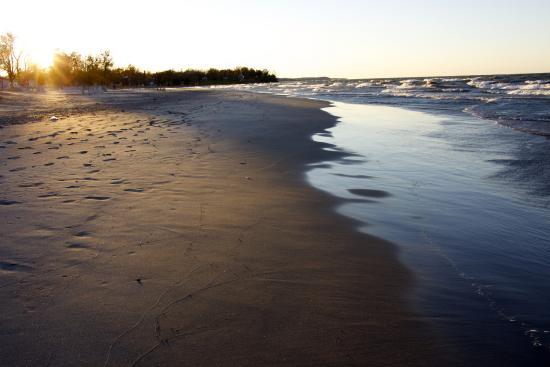 Sodus Point Beach Park: The beach in Oct. still beautiful!