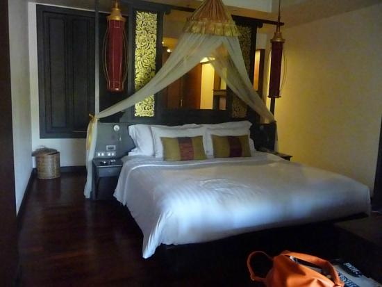 Siripanna Villa Resort & Spa: Massive bed