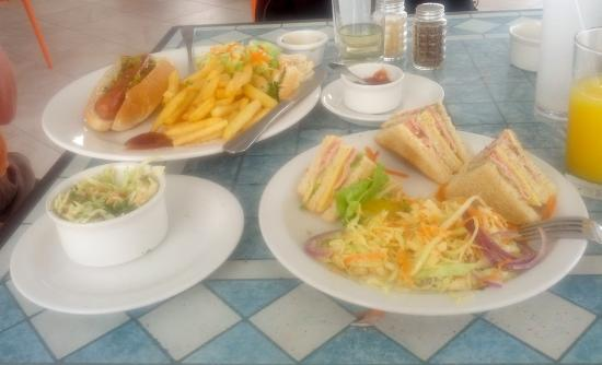 Sea Fans Beach Bar & Restaurant: Great Chat and Chew Lunch