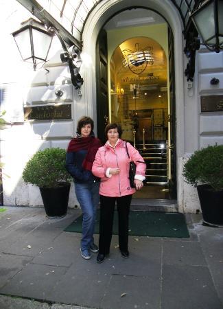 Hotel Ludovisi Palace: У входа в отель